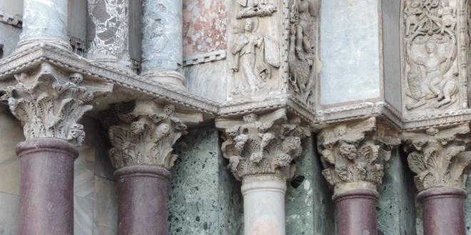 Decor-columns (1280x639)