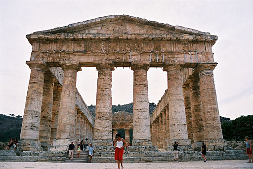The ancient Greek temple at Segesta. Image from Wikimedia Commons.